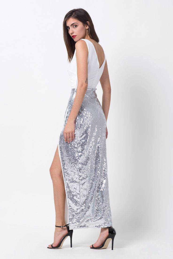 If you are looking for the perfect party dress, that's both feminine and sexy, and found it in OASAP.