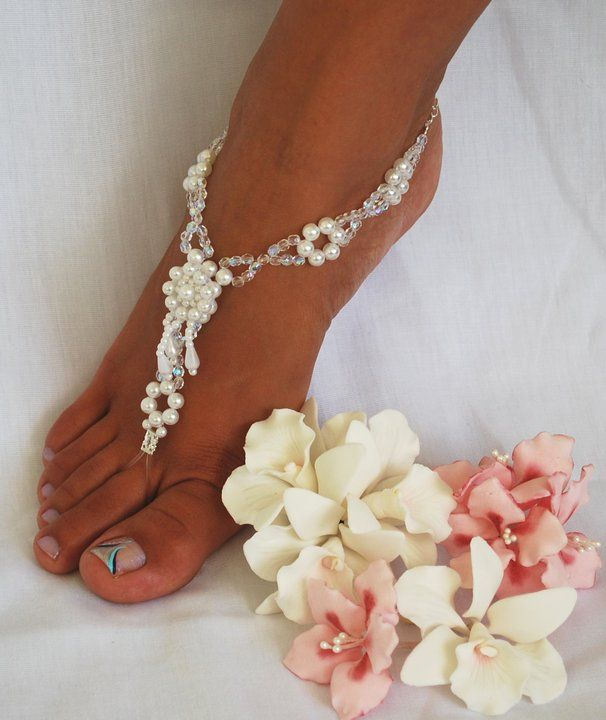 Foot Jewelry.. so pretty! But how does it stay straight on the foot?                                                                                                                                                      More