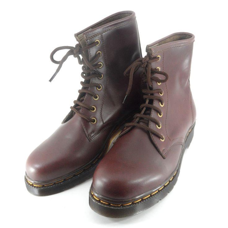 Sepatu model boots ini terinspirasi dari sepatu model Dr. Martens yang terkenal di seluruh penjuru dunia. Sepatu ini dibuat dari bahan kulit asli sehingga terjamin kualitasnya. Outsole-nya terbuat dari karet sehingga tidak licin. Model sepatu ini cocok untuk kalangan anak muda yg ingin tampil beda dan fashionable.