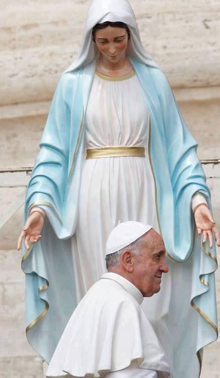 Pope Francis bajo el amparo maternal e la siempre Inmaculada Virgen María, madre…