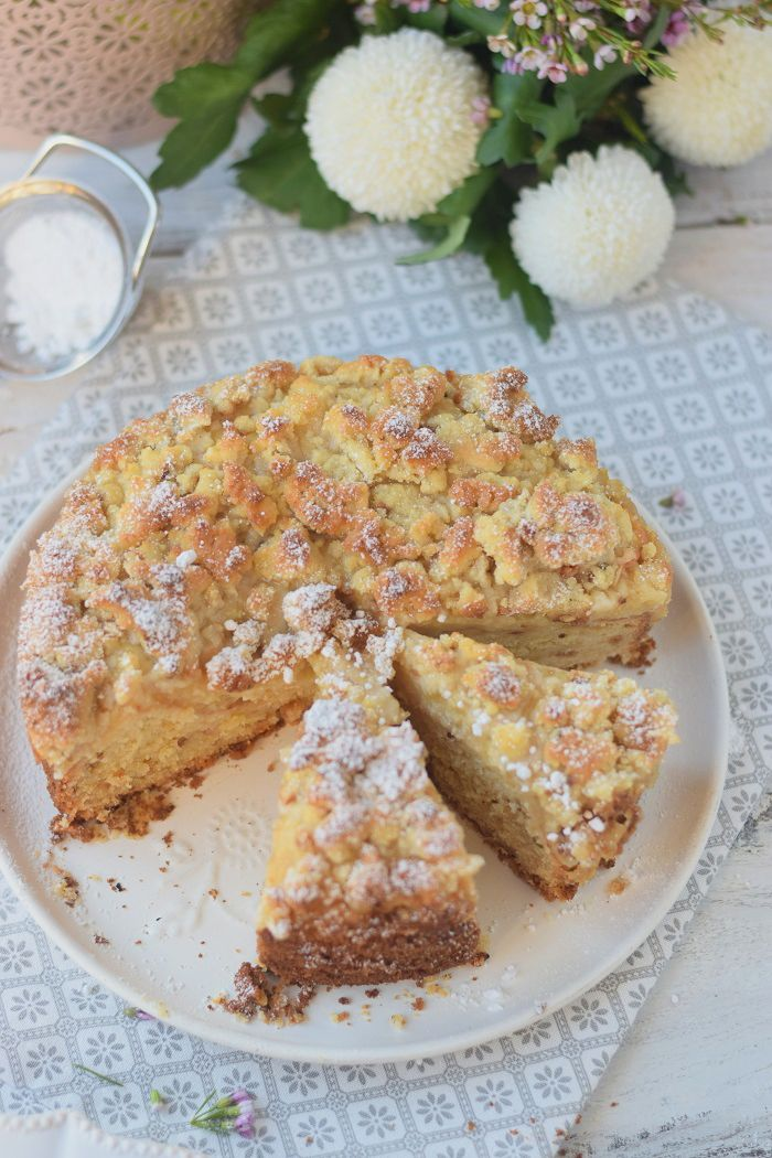 Apfelmuskuchen mit Marzipan und Marzipan Streuseln - Apple Cake with almonds and crumble #cake #fall #yummy #herbst | Das Knusperstübchen