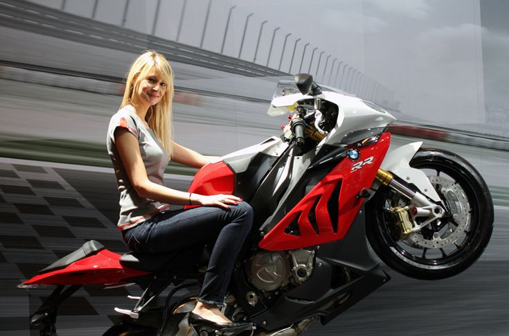 Florence Doré - Salon de la moto - Stand BMW