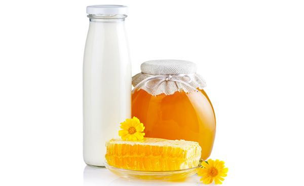 What better way of natural #skinwhitening than with the nourishing touch of #milk and honey?