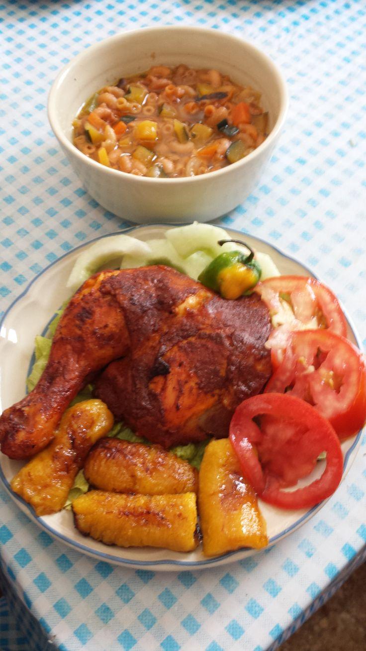 Una deliciosa receta que es muy tradicional en la comida Yucateca. El achiote le aporta un sabor único al pollo.