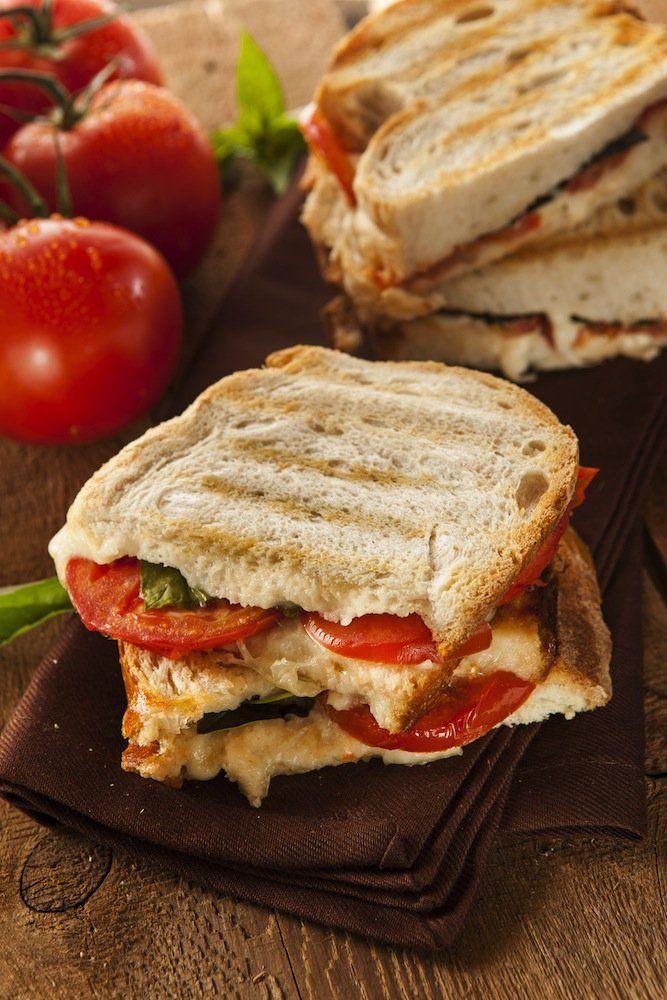 Les 25 meilleures idées de la catégorie Sandwich de mozzarella à ...