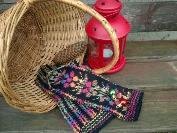 Knitted colourful jacquard woman mittens for winter/жаккардовые женские зимние варежки/ornament on a black background