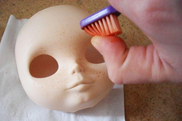 Retirar rapidamente a pigmentação em uma cara