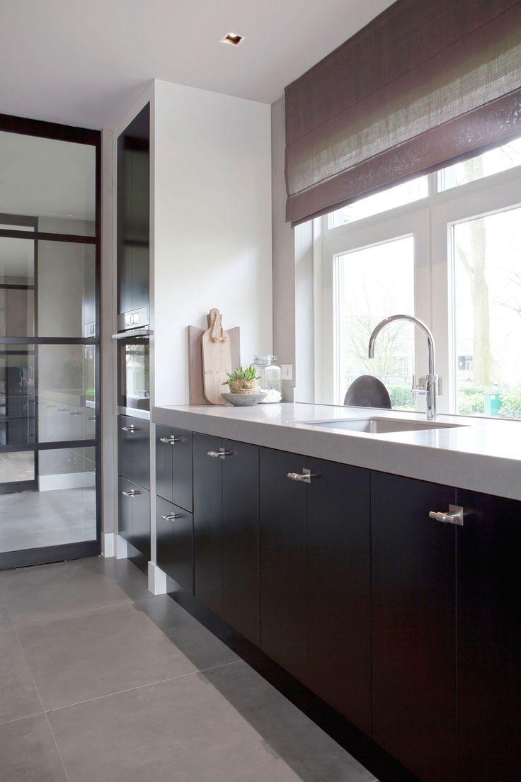 Zwart Gelakte Keuken Goed Idee : Zwart interieur woonkamer. Zwart ...