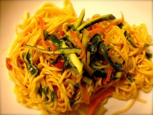 Tagliolini freschi alle verdure e salsa al basilico