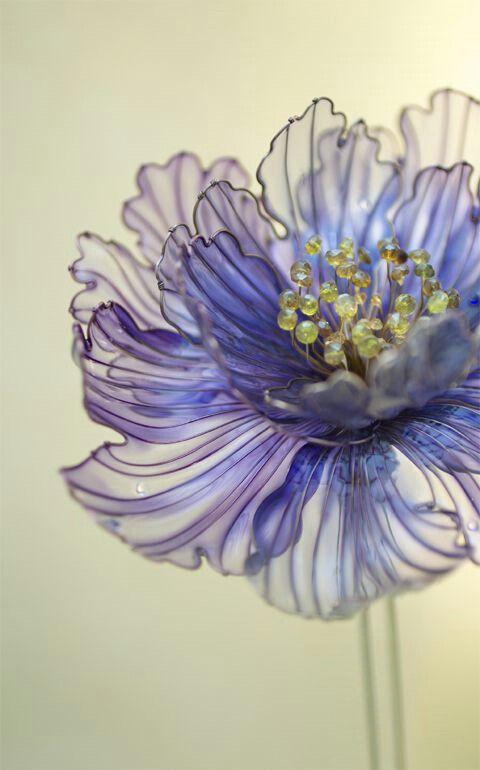 Flor feita de garrafas pet reaproveitadas! :O