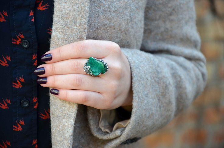 Кольцо с уникальным малахитом в форме листа.