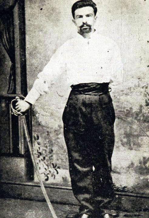 Pedro Hernán Trizano Avezzana (1860-1926). 1879 ingresa al ejército como soldado en el Regimiento Cazadores del Desierto. Asciende a Sargento 1° y se retira del servicio en 1881. 1885 se reintegra y es destinado al Escuadrón Húsares de Angol. Se retira del servicio en 1905 con el grado de Capitán.