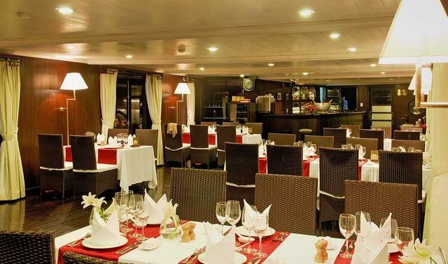 Bhaya Classic Cruise - Restaurant
