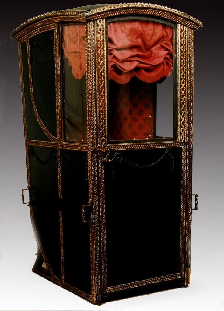 Private sedan chair, made in Edinburgh or London, c. 1780. Handsomely ornamented and painted, with coat of arms on the back. Used by Professor Alexander Hamilton, Professor of Midwifery, University of Edinburgh, and his son and successor, Professor James Hamilton, especially in their night practice, c. 1780 - 1839. | National Museums Scotland