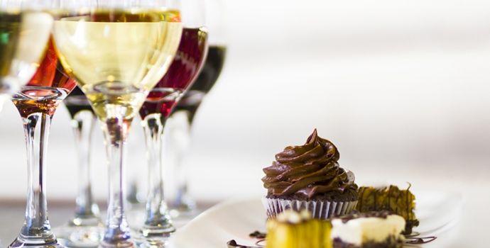 A harmonização entre vinho e chocolate pode parecer inusitada, mas quem prova não vai se decepcionar