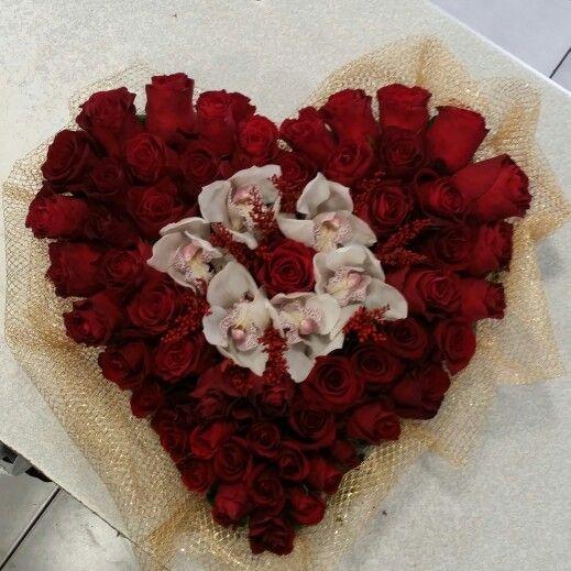 Τριαντάφυλλα κόκκινα με Ορχιδέες σε σχήμα καρδιάς ένα ωραίο δώρο για εκείνην. ΔΩΡΟ ΓΙΑ ΤΟΥ ΑΓΙΟΥ ΒΑΛΕΝΤΙΝΟΥ | ΚΑΡΔΙΑ ΜΕ ΛΟΥΛΟΥΔΙΑ | ΚΟΚΚΙΝΑ ΤΡΙΑΝΤΑΦΥΛΛΑ ΓΙΑ ΤΗΝ ΓΙΟΡΤΗ ΤΟΥ ΑΓΙΟΥ ΒΑΛΕΝΤΙΝΟΥ