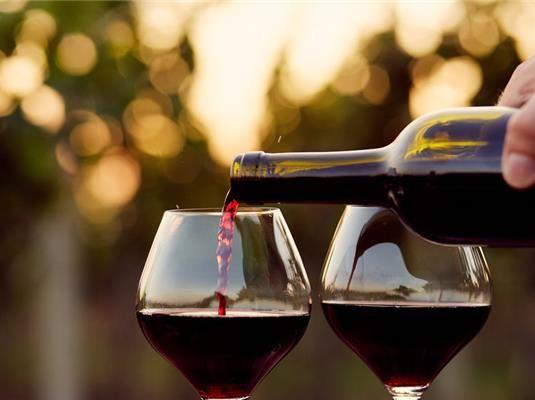 Te is szeretnéd megőrizni elméd épségét még idős korodban is?! A legújabb kutatások szerint egy pohár finom bor, vagy a nyári hűs fröccs segíthet ebben!