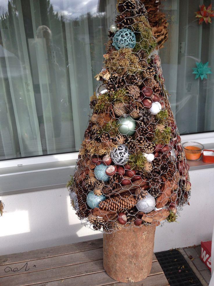 Tannenbaum aus maschendraht gef llt mit naturmaterialien for Schone dekosachen
