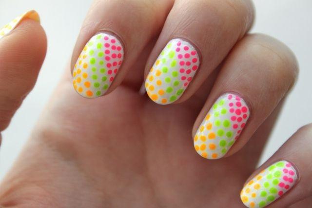 Nageldesign-Punkte-gelb-grün-rosa-Sommer-schöne-Idee.jpg 640×426 Pixel