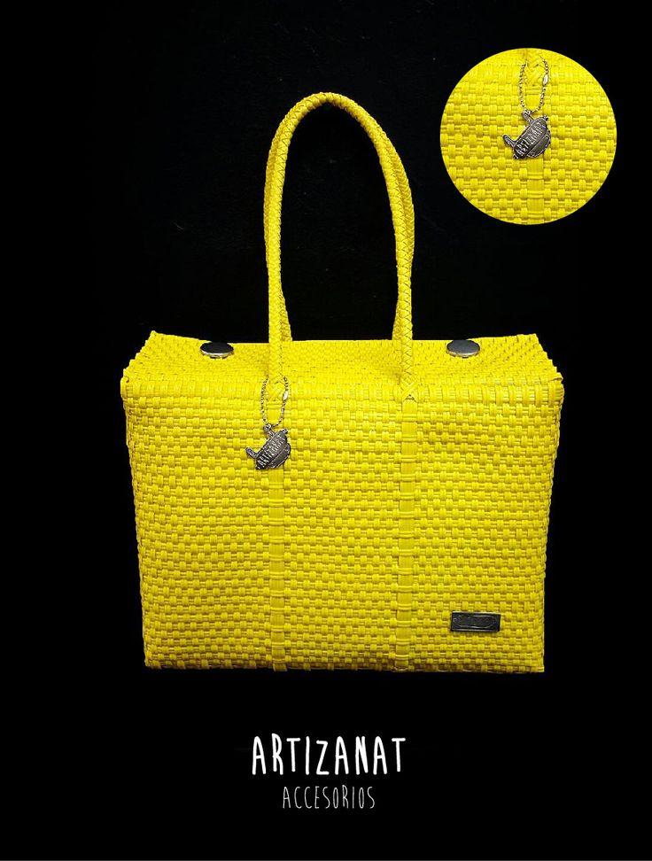 ¡Sigue a la moda con estos bolsos! Disponibles en colores y tamaños diferentes.