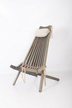 Snygg Grå betsad Vilostol EcoChair från nordiska Eco Furn, materialet består av trä och hamparep. Kudde i Linne ingår.