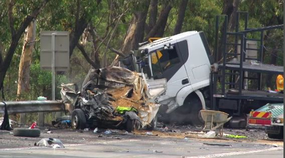 """Nine News Sydney on Twitter: """"A horror smash at Bulli Tops, north of Wollongong has led to the death of a 27y/o driver. #9News http://t.co/U71QT5Ub4E"""""""
