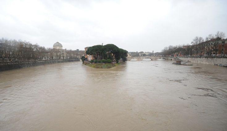 Cresce il Tevere e fa paura, nella capitale e nel Lazio.