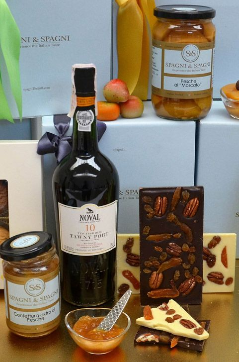 Enjoy all the delicious treats from #chocolates to #jams. Enjoy a little more... #GiftHamper https://goo.gl/tPQlzj #ItalianFood #sweetfood