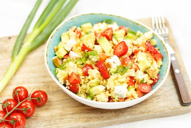Couscous salade met gerookte kip en aardbei