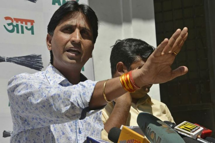 "Amid allegations that AAP leader Kumar Vishwas is trying to ""usurp"" the Aam Aadmi Party, the Delhi Chief Minister Arvind Kejriwal came out in support of Vishwas and scotched such rumours. Jagmohan Garg News here:https://in.news.yahoo.com/aap-apos-mla-says-vishwas-164848678.html"