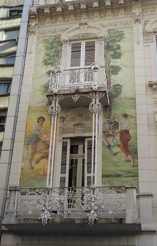 """Arte en Buenos Aires - solo hace falta """"mirar"""" -Mural en la fachada de un edificio de la Ciudad Autónoma de Buenos Aires"""