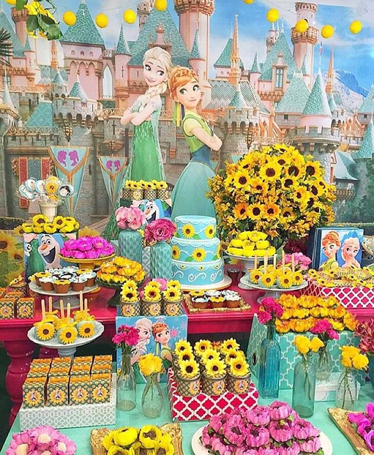 """""""Festa Frozen Fever linda por @leticiamelgacodecor, adorei! Paleta de cores super bonita! ❄️ #kikidsparty"""""""