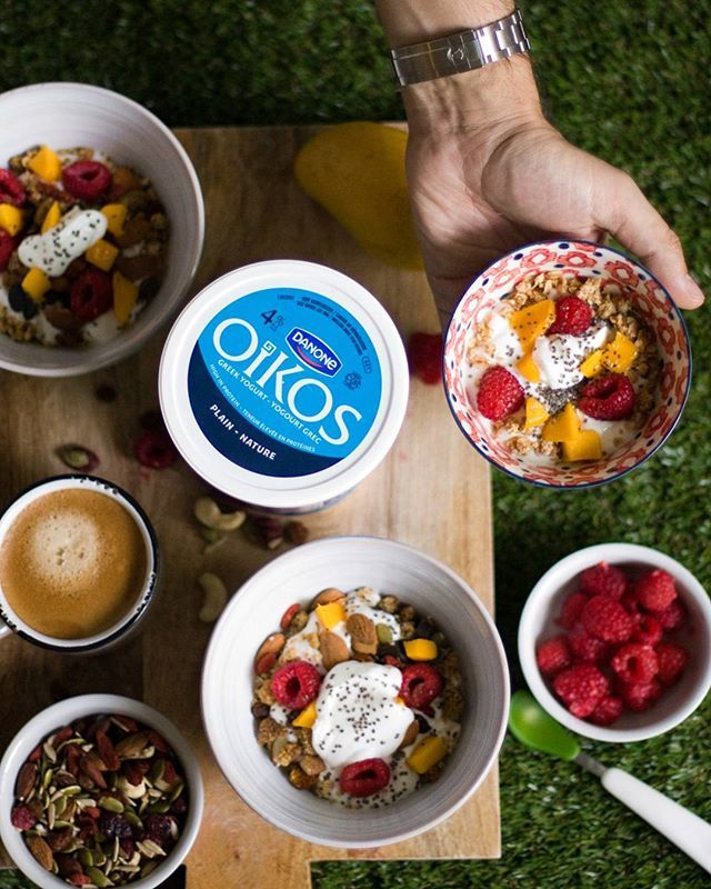 Although I love spending time in the kitchen, I prefer the eating part. Simple and delicious yogurt, granola and fresh fruits for the family. One minute of prep, but an everlasting moment with the fam. @oikos_canada #EscapeMoment #MomentDEvasion #Ambassador #sp