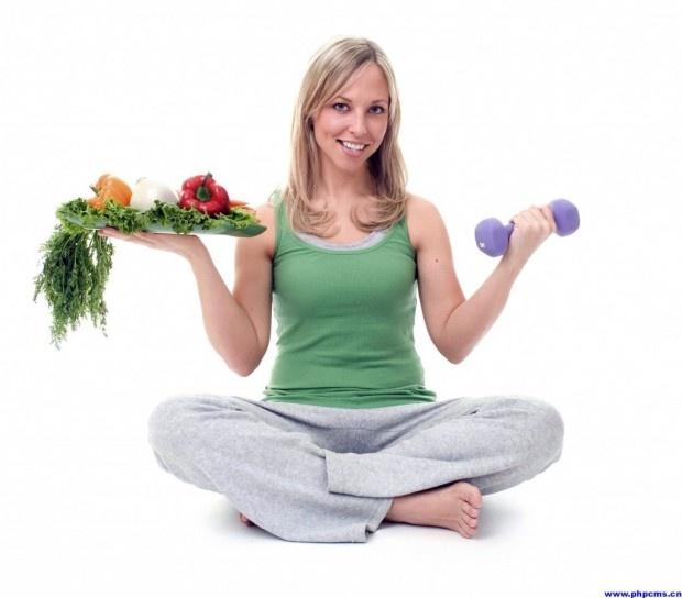 Kabızlık durumunda nasıl beslenmeliyiz? Beslenme Uzmanı Esra Kurtuluş özellikle diyet yaparken sıklıkla görülen kabızlığın nedenlerini ve kabızlık durumunda beslenmemizde negibi tedbirler almak gerektiğini anlatıyor.    Kabızlığı, dışkılama sıklığının azalması ve dışkılama sırasında güçlük çekilmesiolaraktanımlayabiliriz. Özellikle diyet yapan kişilerde yağ ve lifli beslenmenin azalmasıilekabızlık şikâyetidahada artmaktadır.