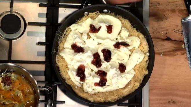 Libanese knafeh met mozzarella - recept | 24Kitchen