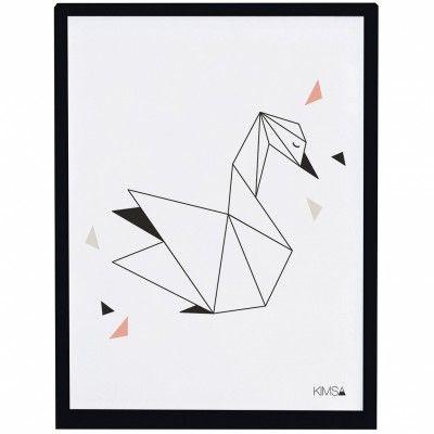 L'affiche encadrée géométrique cygne Origami play by Claudia Soria pour Lilipinso apporte une touche de modernité à une chambre d'enfant.
