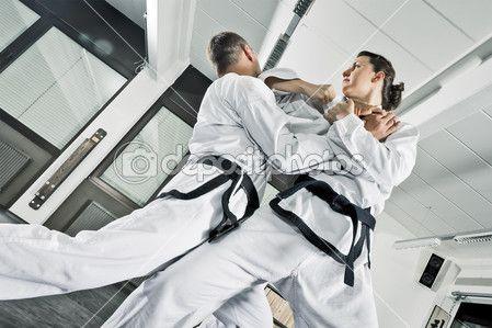 Scarica - Un'immagine di due combattenti di arti marziali — Immagini Stock #9241869