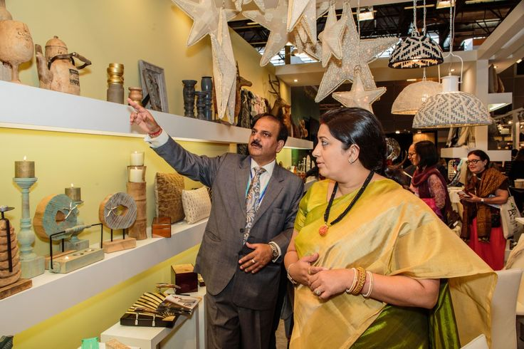 Shri Rakesh Kumar, ED – EPCH showing products on display to Hon'ble Union Minister of Textiles Smt. Smriti Zubin Irani at The Maison & Object, Paris.