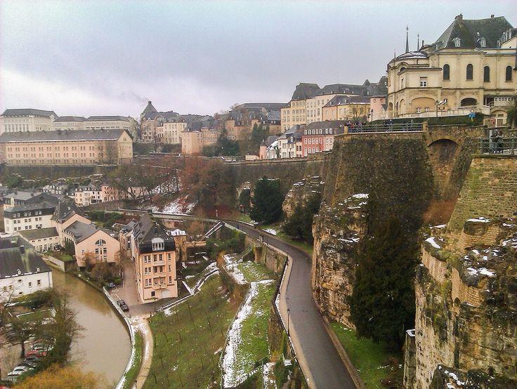 Krótki przewodnik po atrakcjach Wielkiego Księstwa Luksemburga, komunikacja, najważniejsze zabytki oraz zamki