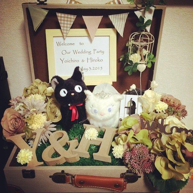 できたぁ〜‼︎‼︎°・(۶்▿்)۶ 実はウェルカムボード作るのんこれで6回目くらい♡久々に作ったら楽しかったぁ♡♡✽(′ॢᵕ ‵ *ॢ)✽ஐ✯♡ 式場に合うかが心配やけど気に入ってもらえますよぉに〜☆★ #ウェルカムボード#ウェルカムトランク#ウェルカムスペース #式準備#結婚式#ジジ#ガーランド#wedding