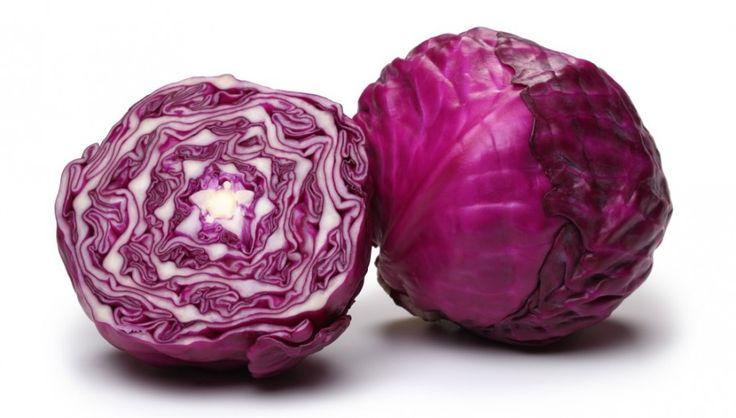 La col lombarda es rica en potasio y pobre en sodio. Se recomienda en casos de hipertensión y retención de líquidos.