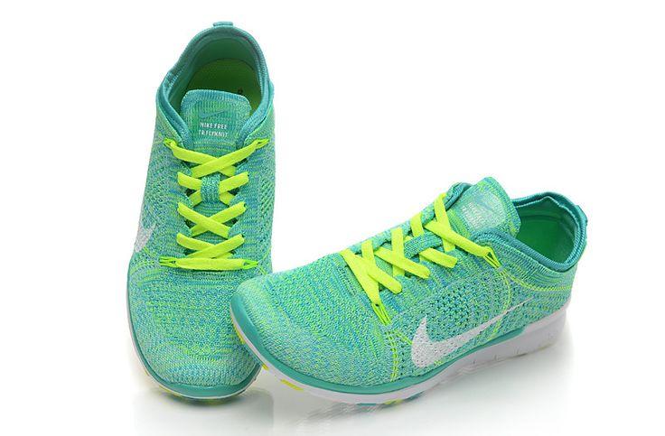 http://www.saifqatar.com/Nike-Free-Tr-Flyknit---treningssko-8362/  er en treningssko som kombinerer Nike's Flyknit kostruksjon med god stabilitet i hæl og pustende materiale!  Produktegenskaper: