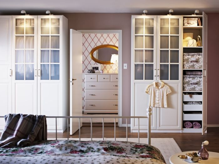 You're not still dreaming -- storage can be beautiful and smart! Keep your room organized and looking lovely with PAX BIRKELAND wardrobes with glass doors.