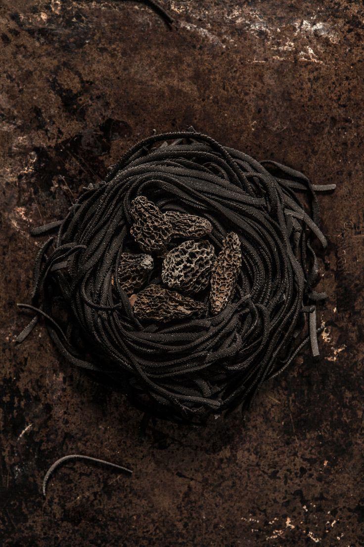 pasta, squidink, mushrooms, foodphotography, foodphotography montreal , magali cancel, dark food photography,