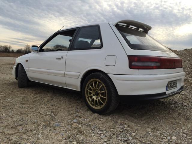 Deze witte Mazda 323 GT-R uit 1993 met 141.000km op de teller wordt te koop aangeboden in Duitsland. De auto wordt aangeboden door de tweede eigenaar...