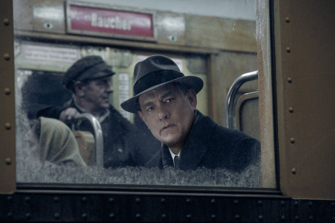 Review: In 'Bridge of Spies,' Spielberg Considers the Cold War - The New York Times
