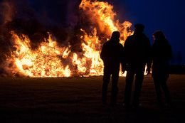 Some men just want to watch the world burn - and apparently, a lot of them live in the Netherlands! Easter fires are all the rage there and they even have competitions to see who can build the largest and most impressive fires to celebrate spring and chase away the darkness of winter.  Check out other obscure Easter traditions by clicking the picture!  #easter #fire #netherlands #eastertraditions