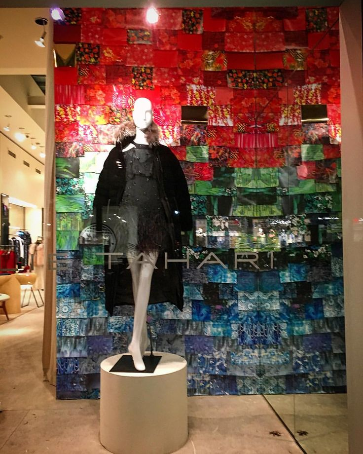 "ELIE TAHARI, Soho, New York, ""Above all, keep your colors fresh!"",  photo by Window Shopping NYC, pinned by Ton van der Veer"