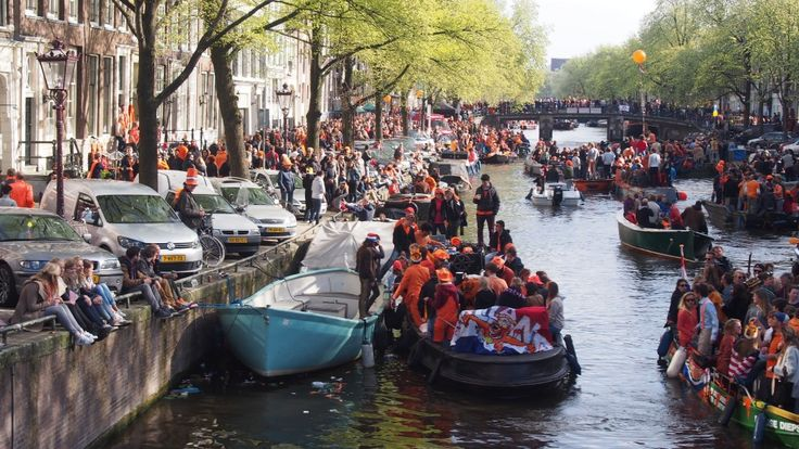オランダがオレンジ一色に!国王誕生を祝う「キングズ・デイ」 www.mariholland.com/ #キングズデイ #オランダ