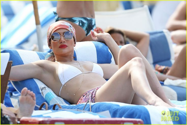 Jennifer Lopez Looks Fabulous in a Bikini During Miami Vacay | jennifer lopez looks fabulous in bikini in miami 03 - Photo
